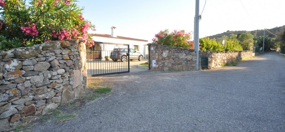 12766  Budoni – boungalow with garden and sea view