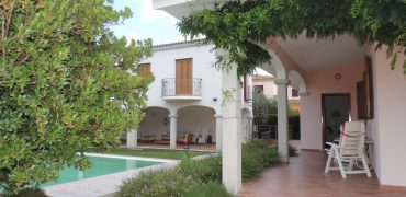 15464 POSADA Villa con piscina con 5 appartamenti, cantina e garage