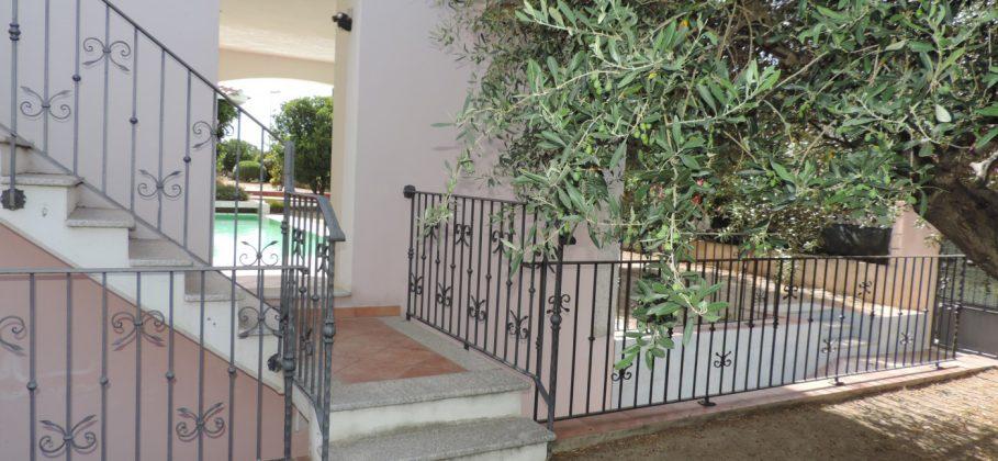 15464 POSADA Villa with swimming pool with 5 flats, cellar and garage